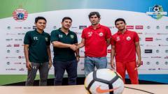 Indosport - Alfredo Vera saat pre match press conference laga Persija vs Persebaya, Sabtu (02/06/18).