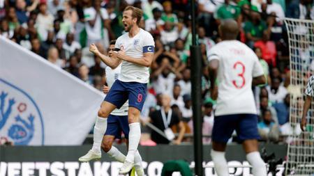 Harry Kane merayakan gol ke gawang Nigeria. - INDOSPORT