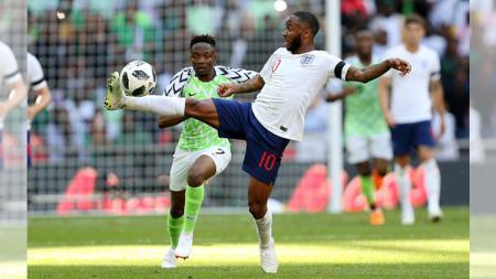 Bintang Manchester City, Raheem Sterling, mendapatkan kepercayaan penuh untuk menggunakan nomor punggung 10 pada Piala Dunai 2018 nanti. - INDOSPORT