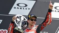 Indosport - Jorge Lorenzo mempersembahkan kemenangan MotoGP Italia pertama untuk Ducati.