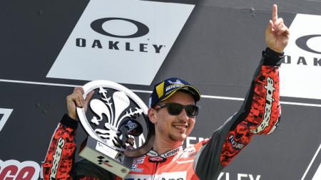 Jorge Lorenzo mempersembahkan kemenangan MotoGP Italia pertama untuk Ducati. - INDOSPORT