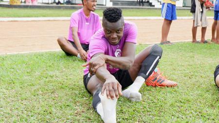 Mahamadou N'Diaye saat jalani latihan. - INDOSPORT
