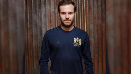 Juan Mata memberi nasihat dan petuah ke para pemain akademi Manchester United yang mengidam-idamkan debut di tim utama. - INDOSPORT