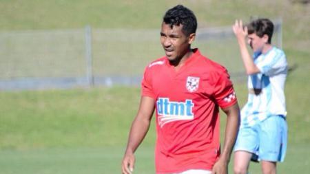 Yulius Mauloko, pesepakbola Indonesia yang memperkuat klub Australia. - INDOSPORT