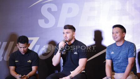 Marko Simic dengan pakaian serba hitam di acara Specs Illuzion & 9SS 'Super' Simic launch.