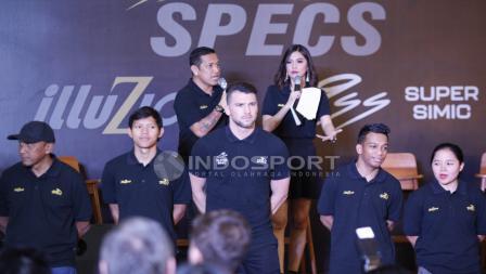 Marko Simic menjadi sosok berpostur paling tinggi di acara Specs Illuzion & 9SS 'Super' Simic launch.