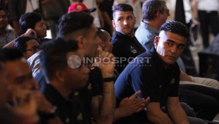 Mantan penyerang naturalisasi Timnas Indonesia, Cristian Gonzales di acara Specs Illuzion & 9SS 'Super' Simic launch .
