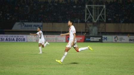 Abdul Rahman berlari merayakan golnya ke gawang Persipura Jayapura pada pekan ke-12 Liga 1 2018. - INDOSPORT