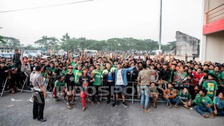 Pendukung setia Persebaya Surabaya, Bonek. - INDOSPORT