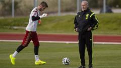 Indosport - Del Bosque (kanan) dengan David De Gea.