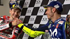 Indosport - Mantan pembalap Yamaha, Jorge Lorenzo, mengaku punya keyakinan besar terkait keputusan yang akan diambil Valentino Rossi soal masa depannya di MotoGP.