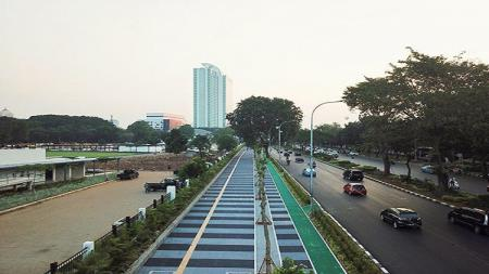 Penampakkan trotoar di Jalan Gerbang Pemuda. - INDOSPORT