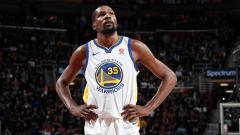 Indosport - Kevin Durant saat bermain untuk Golden State Warriors di kompetisi basket NBA.