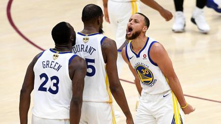 Sebuah gesekan bisa saja terjadi dalam sebuah tim basket. Tak jarang masalah itu menimpa sejumlah pemain basket ternama. - INDOSPORT