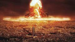 Indosport - Ilustrasi ledakan nuklir yang menghancurkan kota.
