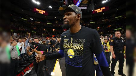 Kevin Durant kemungkinan bisa comeback di musim NBA 2019/20 usai berkutat dengan cedera ACL. - INDOSPORT