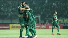 Indosport - Selebrasi Fandri Imbiri melawan persipura.