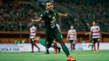 Laga PSM Makassar vs Persebaya Surabaya jadi laga emosional bagi Irfan Jaya. - INDOSPORT