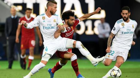 Sergio Ramos dan Mohamed Salah di ajang final Liga Champions 2017/18. - INDOSPORT
