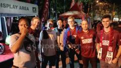 Indosport - Suporter PSM Makassar akan menyaksikan pertandingan timnya melawan Persebaya Surabaya.