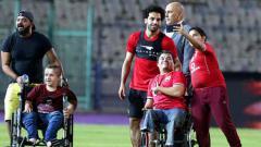 Indosport - Mohamed Salah menyapa penggemar di Kairo, Mesir