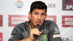 Indosport - Alfredo Vera saat memberikan keterangan pers setelah laga, Sabtu (9/6/18).
