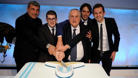 Claudio Lotito (tengah) presiden Lazio - INDOSPORT