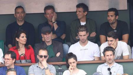 Keluarga dan rombongan Zinedine Zidane menyaksikan laga final French Open 2018. - INDOSPORT