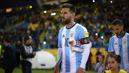 Lionel Messi sempat menunjukan aksi kerendahan hati terhadap fans asal Brasil. - INDOSPORT