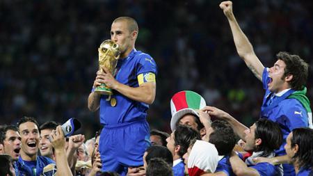 Fabio Cannavaro yang pernah menjuarai Piala Dunia 2006 bersama Timnas Italia kini sedang bekerja di liga sepak bola China. - INDOSPORT