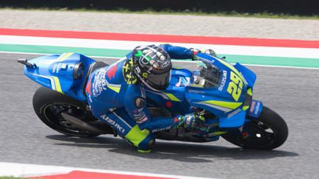 Andrea Iannone saat berada di lintasan balap. - INDOSPORT