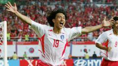 Indosport - Selebrasi pemain KoreanSelatan, Ahn Jung-Hwang usai menjebol gawang Italia di Piala Dunia 2002
