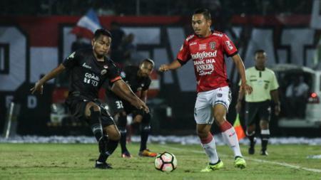 Bek sayap Bali United Ricky Fajrin. - INDOSPORT
