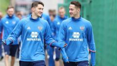 Indosport - Anton dan Aleksei Miranchuk, di mana salah satu dari mereka dikabarkan siap bergabung ke klub Serie A Italia, Juventus.