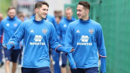 Raksasa sepak bola Serie A Liga Italia, Atalanta, kabarnya menjadi batu sandungan AC Milan dalam upaya mereka untuk mendatangkan playmaker dari Rusia, Aleksey Miranchuk (kanan). - INDOSPORT