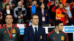 Indosport - Julen Lopetegui bersama asistennya saat mendampingi Timnas Spanyol berlaga.