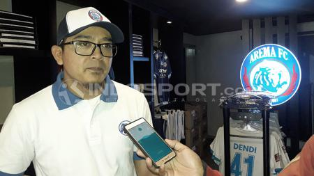 Manajer Divisi Bisnis dan Marketing Arema FC, Yusrinal Fitriandi. - INDOSPORT