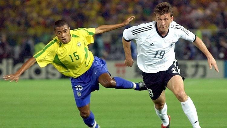 Kleberson (kiri) tampil di final Piala Dunia 2002 saat menghadapi Jerman. Copyright: setanmerah.net