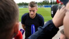 Indosport - Jamie Vardy, striker Timnas Inggris saat sedan diwawancara.