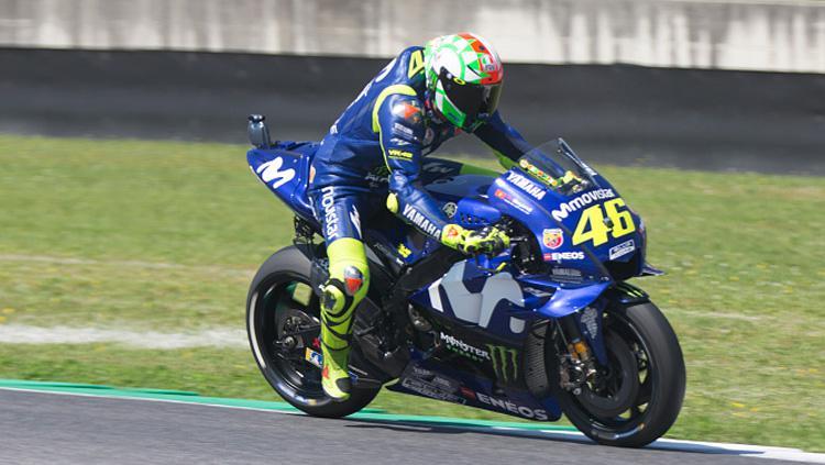 Valentino Rossi saat berada di lintasan balap. Copyright: INDOSPORT