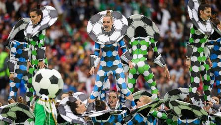 Sebuah tarian memeriahkan Upacara Pembukaan Piala Dunia 2018.