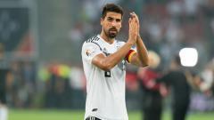 Indosport - Sami Khedira menjadi salah satu bintang Juventus yang terancam dengan bergabungnya Maurizio Sarri.