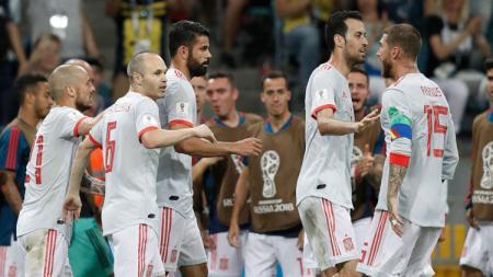 Diego Costa selebrasi dengan pemain Timnas Spanyol lainnya. - INDOSPORT
