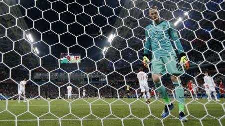 Kiper Timnas Spanyol, David De Gea melakukan blunder yang berujung gol kedua Cristiano Ronaldo di laga menghadapi Portugal, Sabtu (16/06/18) dini hari WIB. - INDOSPORT