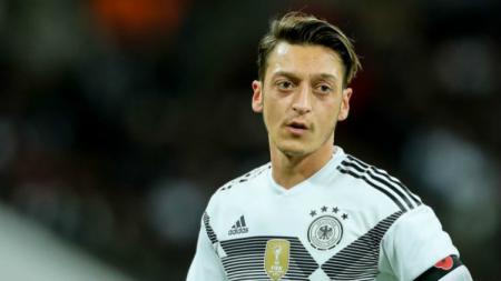 Mesut Ozil saat masih membela Timnas Jerman. - INDOSPORT