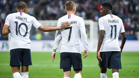 Antoine Griezmann (tengah) memastikan masa depannya akan berada di Madrid. - INDOSPORT