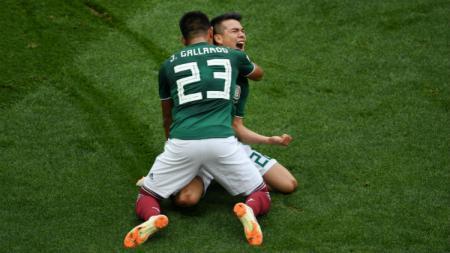 Hirving Lozano melakukan selebrasi usai mencetak gol ke gawang Jerman, Minggu (17/06/18). - INDOSPORT