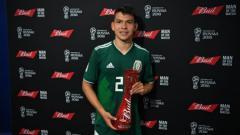 Indosport - Hirving Lozano mendapatkan penghargaan pemain terbaik di laga Jerman vs Meksiko, Grup F Piala Dunia 2018, Minggu (17/06/18).