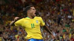 Indosport - Selebrasi Philippe Coutinho usai mencetak gol bagi Timnas Brasil.