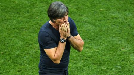 Joachim Low saat laga perdana Grup F Piala Dunia 2018 antara Jerman vs Meksiko, Minggu (17/06/18). - INDOSPORT